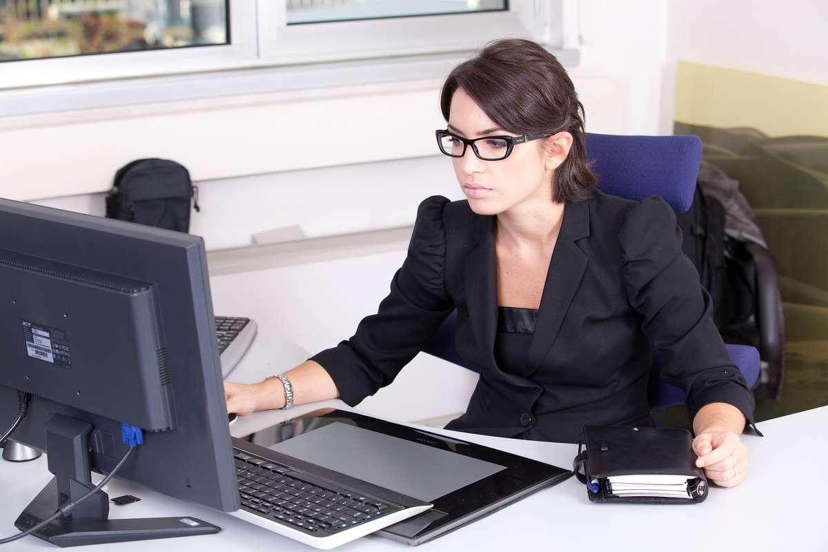 Dress code latem, czyli jak się ubrać do biura - full image