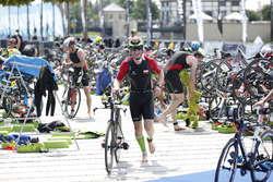 Oni wygrali Garmin Iron Triathlon w Elblągu. Ceremonia zakończenia bez fanfar i muzyki  [film, zdjęcia]