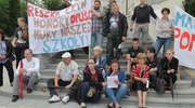 Protest rodziców w Olsztynie. Chcą odwołania dyrektor szkoły [ZDJĘCIA i FILM]