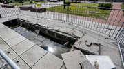 Kierowca półciężarówki zniszczył fontannę na starówce. Poważne straty [zdjęcia]