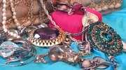 Wyniesiono biżuterię za 2500 złotych