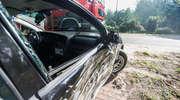 Kierowca opla uderzył w dwa drzewa. Był mocno pijany [zdjęcia]