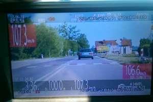Przez Kinkajmy jechał 107 km/h. Policjanci zatrzymali prawo jazdy kierowcy
