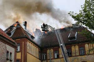 Pożar na Zatorzu w Olsztynie. Z ogniem walczyło 17 zastępów [ZDJĘCIA]