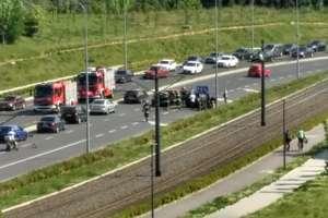 Kolizja trzech aut na Obiegowej w Olsztynie. Uwaga na utrudnienia w ruchu