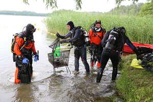 Posprzątali olsztyńskie jezioro. Wolontariusze zadbali o Skandę [ZDJĘCIA]