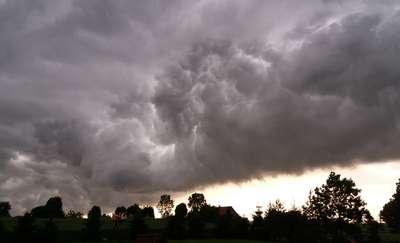 Uwaga na burze z gradem. Ostrzeżenie I stopnia dla województwa warmińsko-mazurskiego