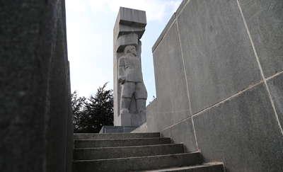 Ustawą dekomunizacyjna ustawą, a w Olszynie szubienice stoją jak stały [FILM, DEBATA]