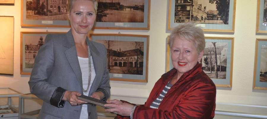 Dr Aneta Karwowska, dyrektor Muzeum Ziemi Piskiej oraz pani Ewa Strzałek
