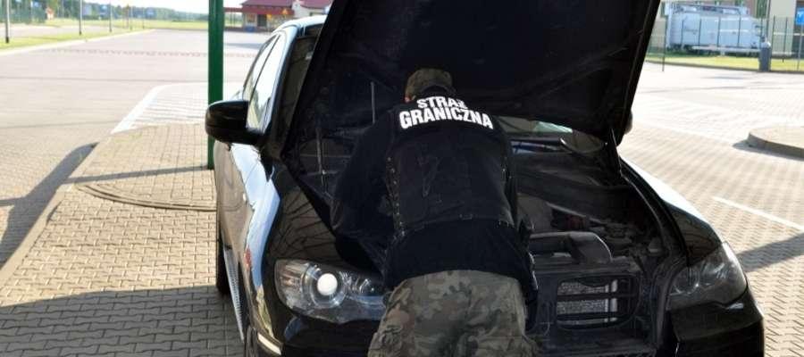 Люксовый БМВ задержан на границе
