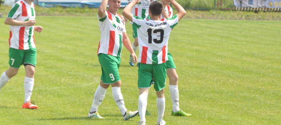 Jarosław Sawicki (drugi z lewej) zaliczył hat-trick fot. mo