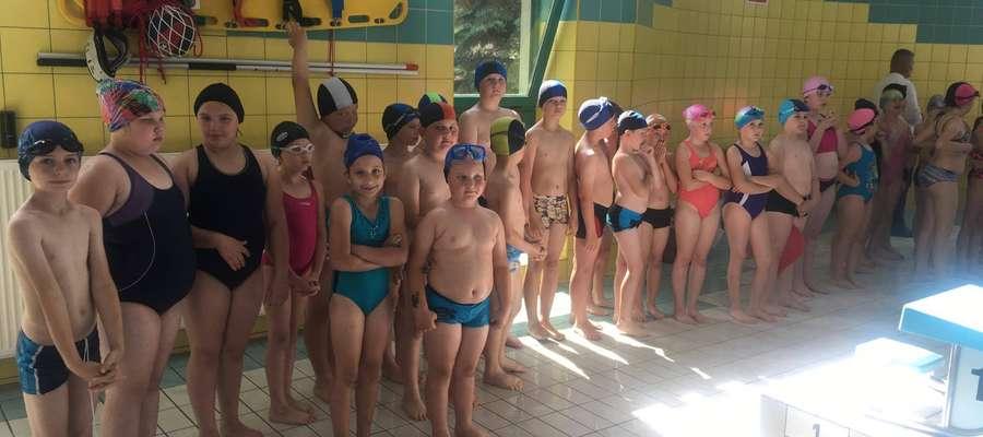 """45-osobowa grupa ochotników z terenu gminy Żuromin wzięła udział w projekcie """"Umiem pływać"""""""