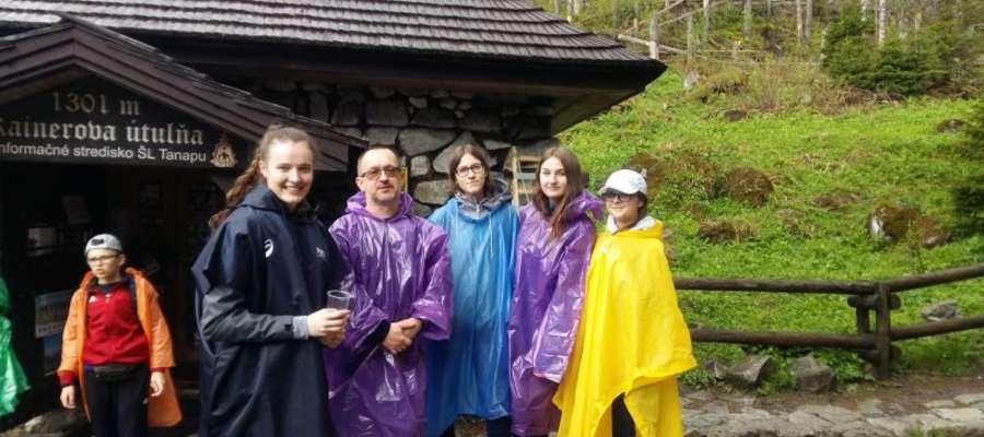 Deszcz towarzyszył uczniom na wycieczce