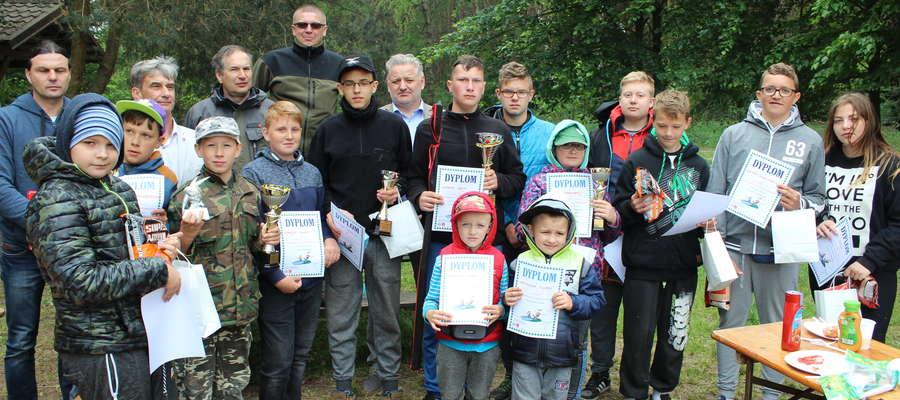 Zwycięzcy otrzymali nagrody, które pozwolą na rozwijanie swojego hobby- wędkarstwa.