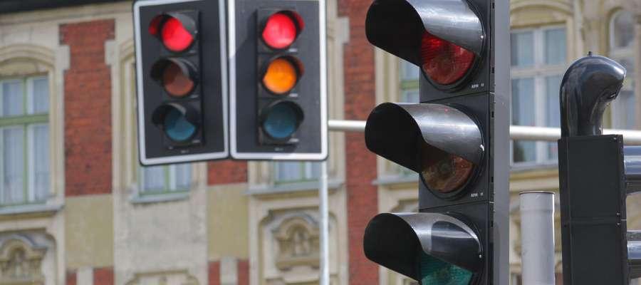 Sygnalizacja świetlna  OLSZTYN - sygnalizacja świetklna na rondzie Bema Fot. Grzegorz Czykwin /12 czerwiec 2009/