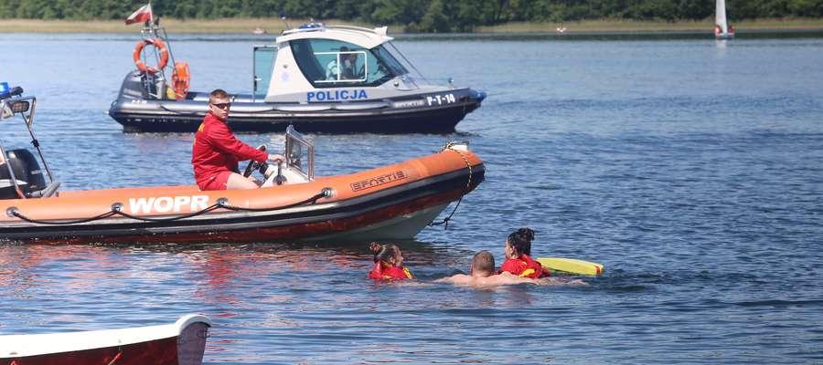 pokazy ratownictwo  Olsztyn-pokazy ratownictwa wodnego na plaży za hotelem Omegą