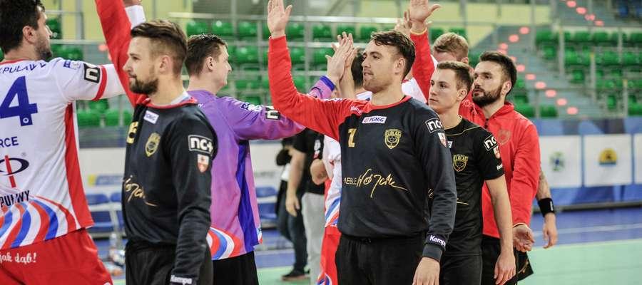 Adrian Fiodor (pierwszy z lewej)
