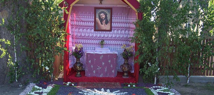 Ołtarz w Łaniewie