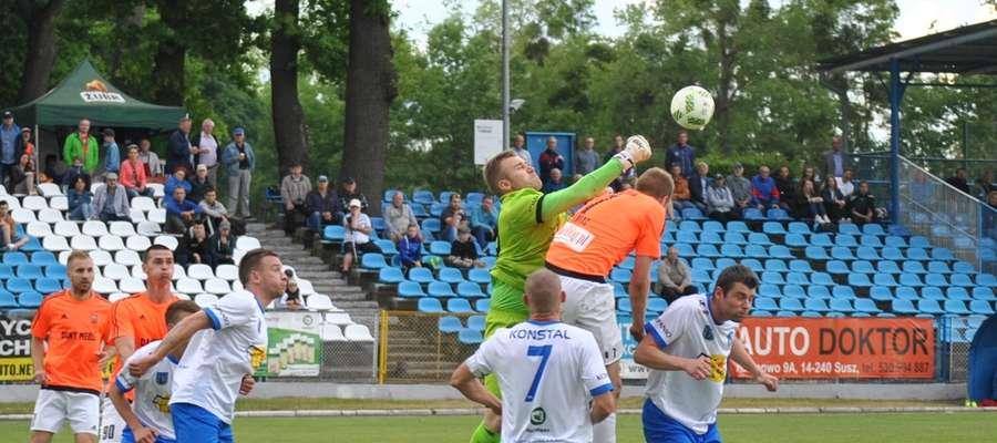 Gdyby nie interwencje bramkarza Jezioraka Grzegorza Sobiecha, to wynik meczu z Concordią mógłby być wyższy