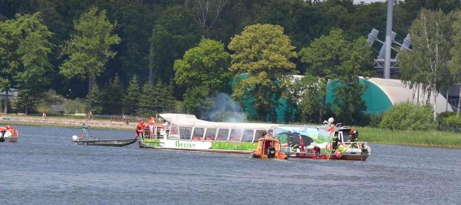 Ćwiczenia strażackie przeprowadzone zostały na Jeziorze Drwęckim