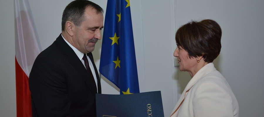W grudniu 2014 roku B. Jankowska wręczyła W. Olszewskiemu zaświadczenie o wyborze go na burmistrza Olecka. Wówczas nikt nie przypuszczał, że w Olecku będą konieczne wybory przedterminowe