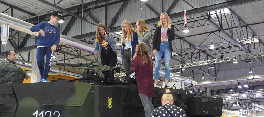Nowomiejskie gimnazjalistki były zainteresowane bronią pancerną...