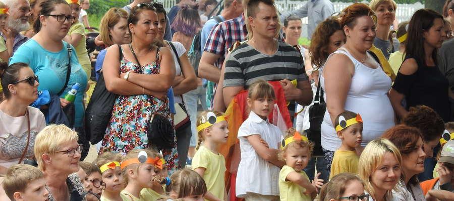 Festynowi goście w szkole przy ulicy Tysiąclecia