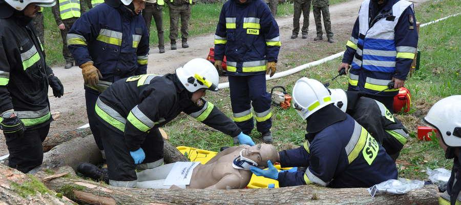 Nasi strażacy trenowali gaszenie pożarów i akcje ratunkowe w lesie