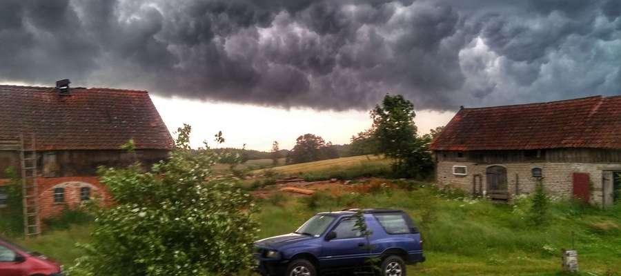 Burzowe chmury w Dwórznie