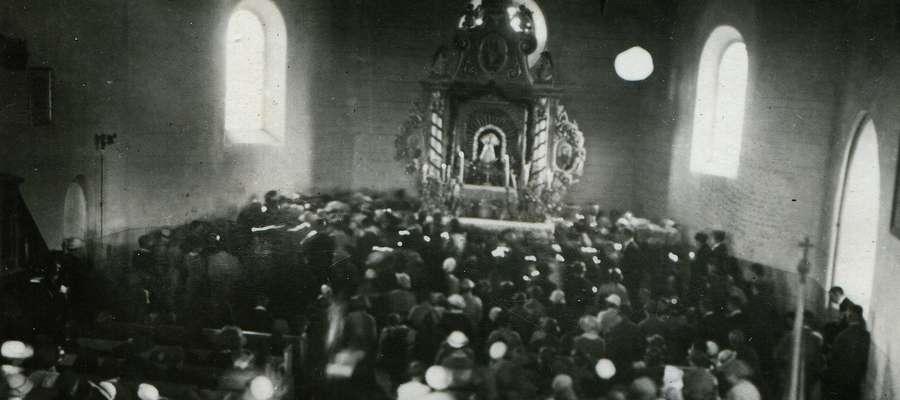 Odpust w Lipach, wnętrze sanktuarium z lat 30-tych minionego wieku