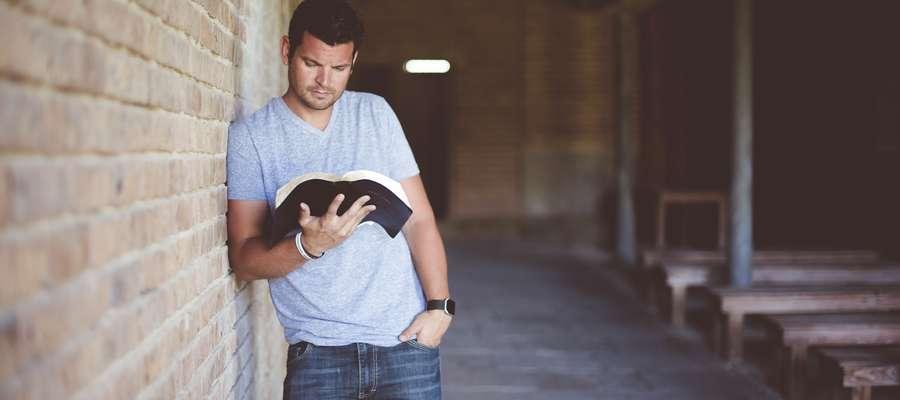 Czytanie Pisma Świętego to najprostszy, a jednocześnie najskuteczniejszy sposób na poznanie woli Pana Boga.
