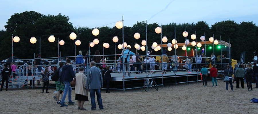 Zabawa z okazji otwarcia plaży miejskiej w Giżycku