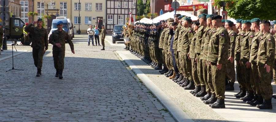 Tak Elbląg przywita dywizję NATO. Wojsko ćwiczyło na starówce [zdjęcia]