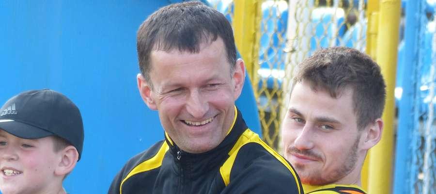 Trener Krzysztof Furmański może się teraz cieszyć z awansu Osy Ząbrowo