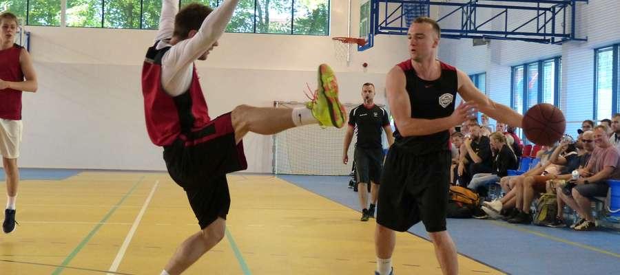 W Broken Ball gra się ofiarnie, nawet stosując obronę w stylu bramkarz piłki ręcznej. Na zdjęciu półfinał Jeżyckie Kuny — Byki Byki