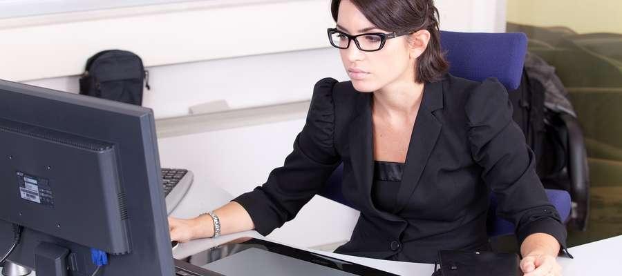 Dress code latem, czyli jak się ubrać do biura