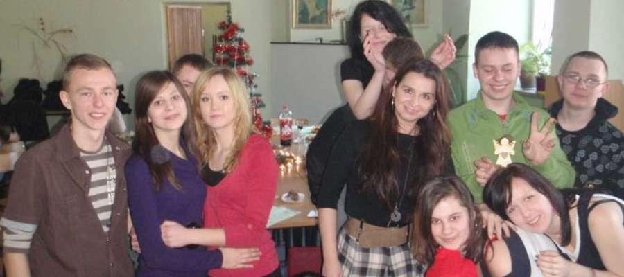 Pani Anna wraz z jedną ze swoich byłych klas
