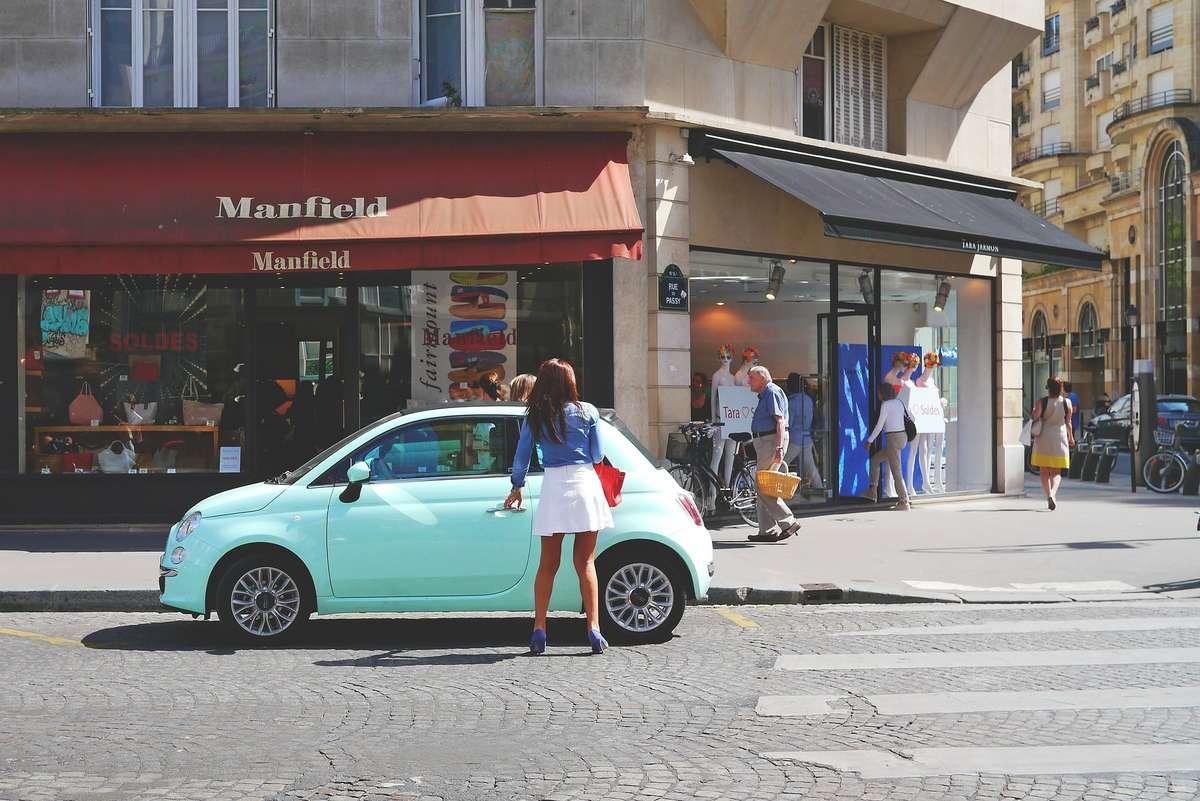 Samochód kobieta - full image