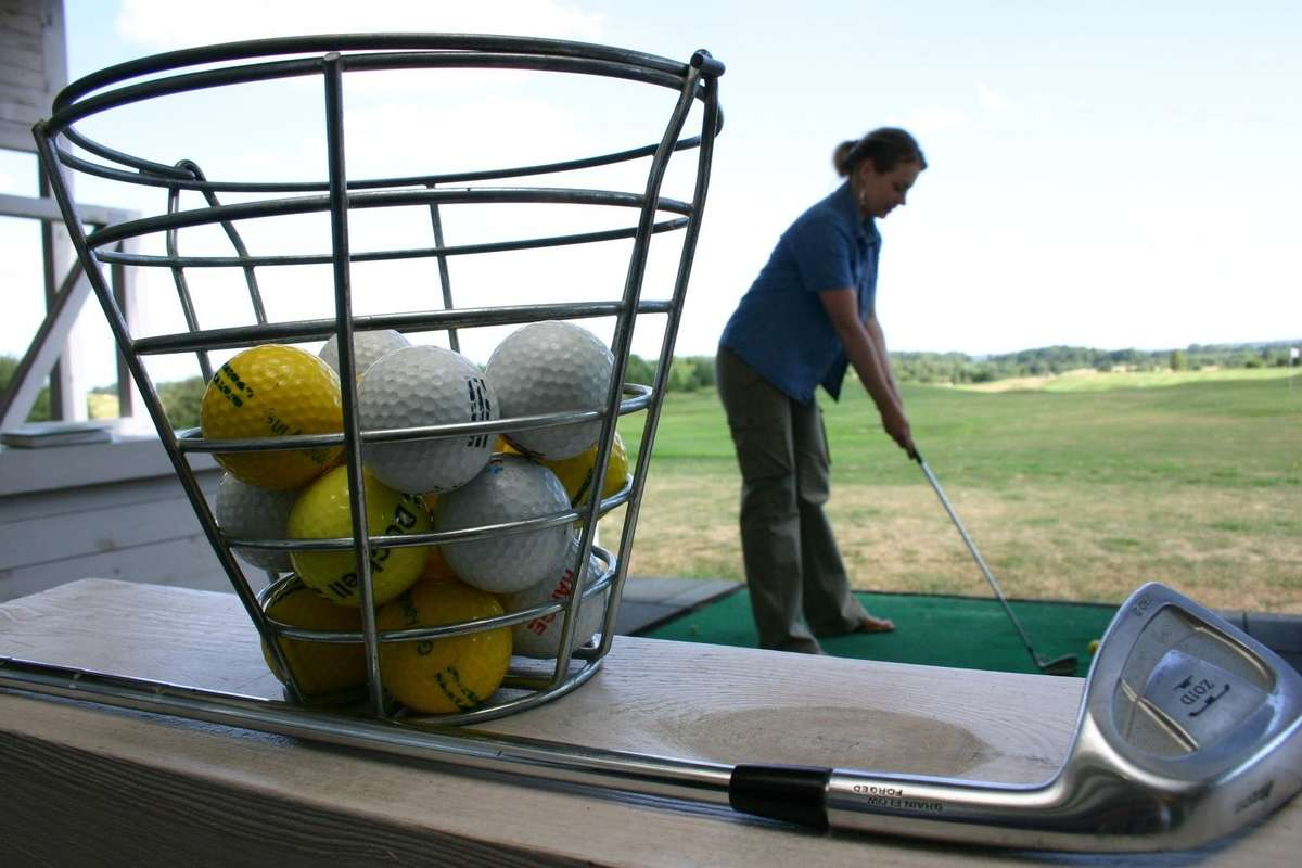 Seniorzy zagrają w golfa - full image