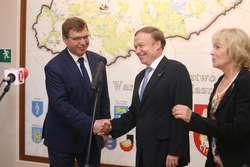 Rolf Wilhelm Nikel  Olsztyn - Rolf Wilhelm Nikel  ambasador Republiki Federalnej Niemiec w Polsce. Nz: (L) Artur Chojecki wojewoda i Rolf Wilhelm Nikel.