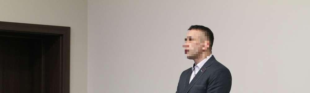Sąd umorzył postępowanie w sprawie policjanta zazdrośnika. Przekroczył uprawnienia, by pilnować żony