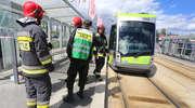 Tramwaj potrącił kobietę na Sikorskiego w Olsztynie. Lekarze walczą o jej życie [ZDJĘCIA i FILM]