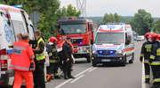Volkswagen passat zderzył się z ciężarówką. W szpitalu zmarła pasażerka auta