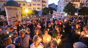 Setki olsztynian znów zebrały się przed Sądem Rejonowym. Żądali weta od prezydenta [zdjęcia, film]