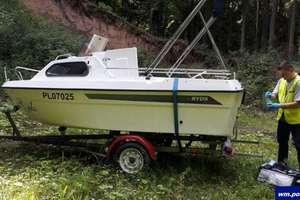 Ukradli łódź wartą 50 tys. zł i schowali w lesie. Dla żartu ...
