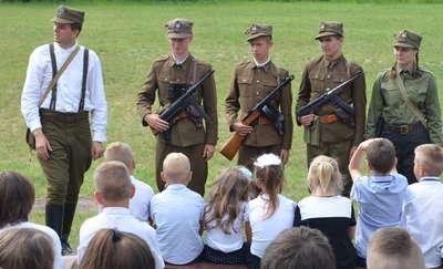 W Zajączkowie odsłonięto tablicę honorującą żołnierzy