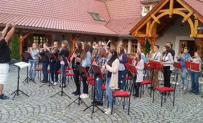 Orkiestra odpoczywa i ćwiczy
