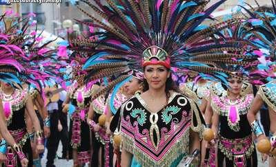 """Dni Folkloru """"Warmia"""" wystartowały! Barwny korowód przeszedł ulicami starówki w Olsztynie [zdjęcia, film]"""