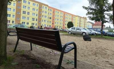 Nasza interwencja: przy ul. Wiejskiej 2 jednak powstanie (mały) plac zabaw