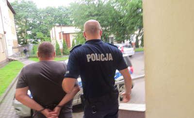 45-latek uciekał przed policją i naruszył nietykalność cielesną funkcjonariusza
